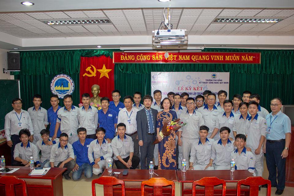 Lễ kí kết thành lập Trung tâm khảo thí tại trường CĐ Kỹ thuật Công nghệ Quy Nhơn.