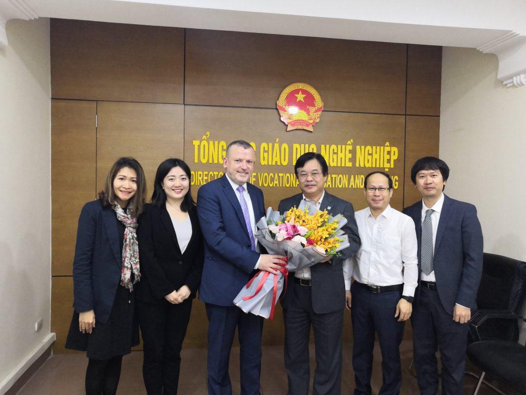 Ông Damien O'Sullivan - Tổng giám đốc ICDL Foundation với đại diện các Bộ tại Việt Nam sau buổi thảo luận