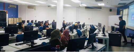Giảng viên và các thí sinh trong buổi học ICDL Digital Marketing.